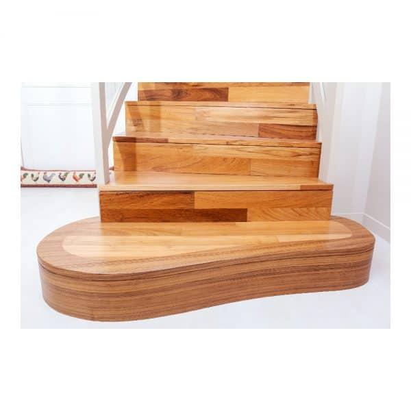 _תמונה ראשית מדרגות עץ אלון