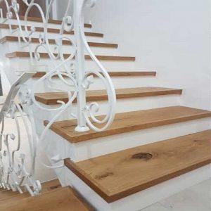 מדרגות מעץ אלון צרפתי מלא